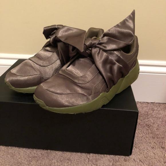 uk availability 7aa27 98e54 Rihanna Fenty Bow Puma sneakers
